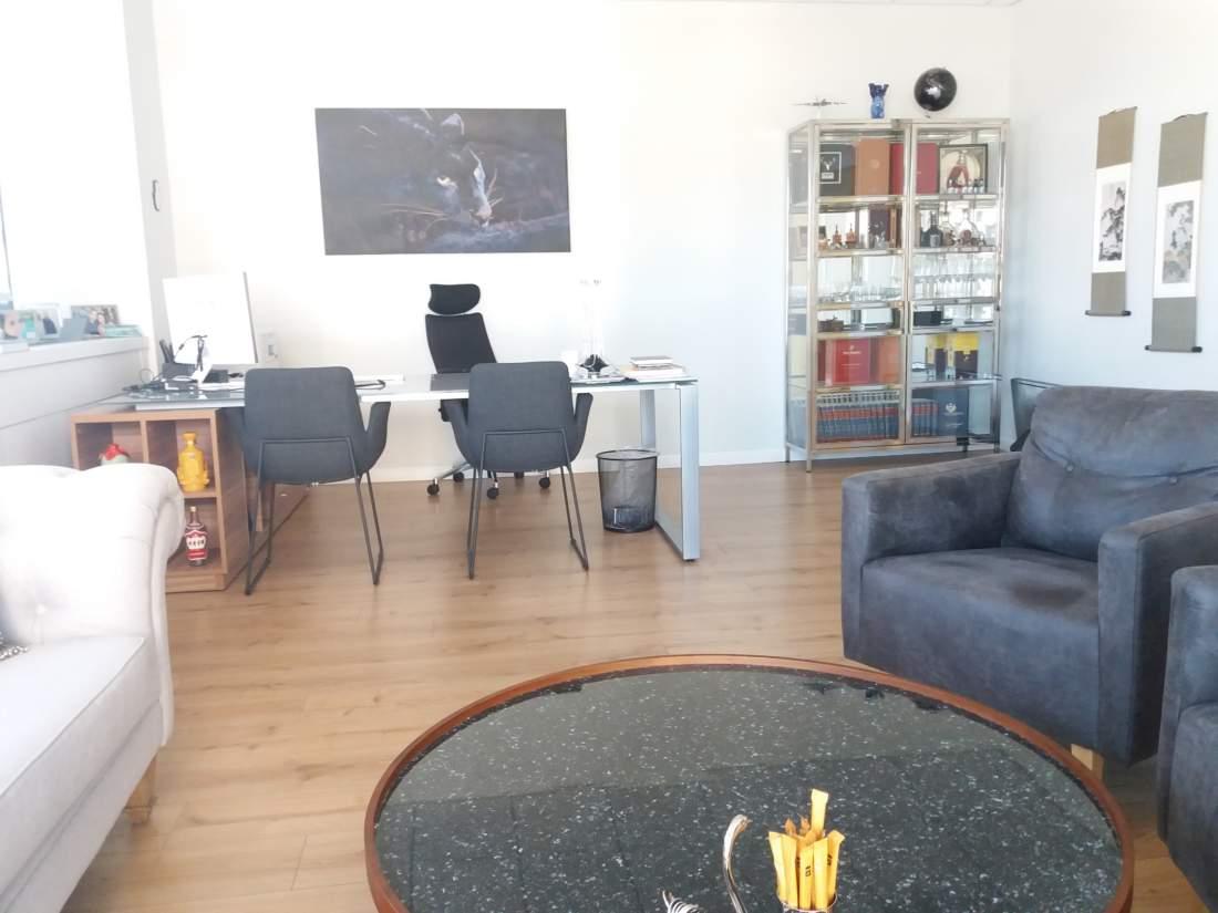 משרד אלגנטי להשכרה בלב מרכז העיר תל אביב.