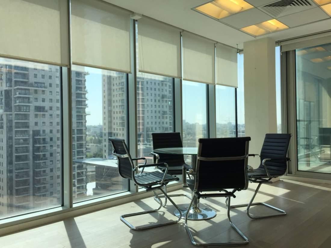 משרד בקומה גבוהה במגדל אלקטרה היוקרתי ליד מחלף שלום.