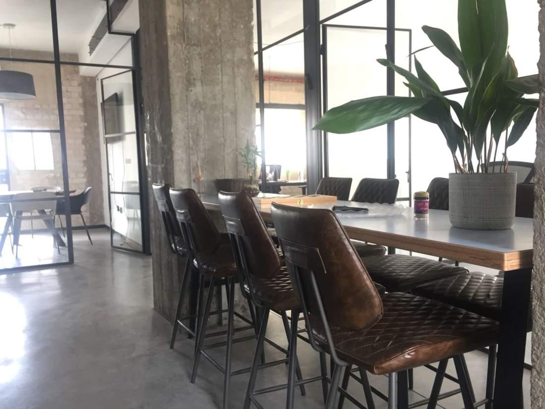 לופט בעיצוב ניורקי להשכרה בשכונת מונטיפיורי.