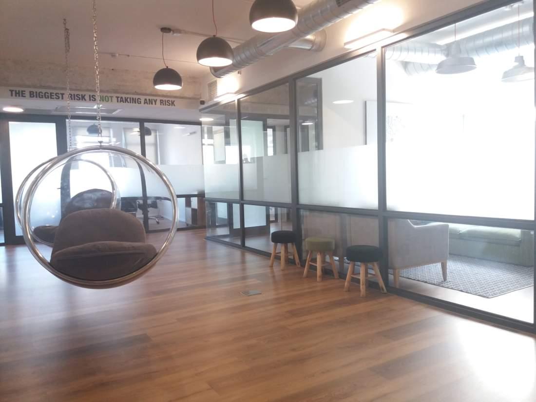 משרד מעוצב בדרום שכונת מונטיפיורי.