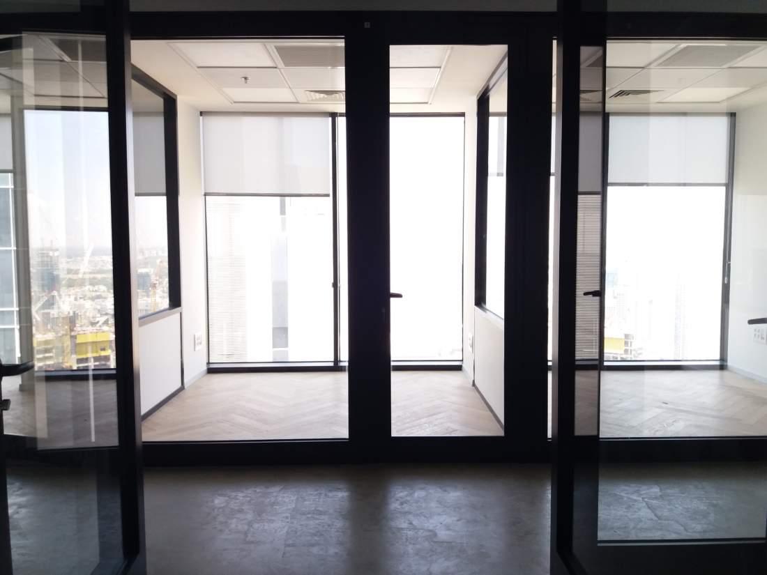 משרד משופץ להשכרה ברמת גמר גבוהה במגדלי מידטאון החדשים.
