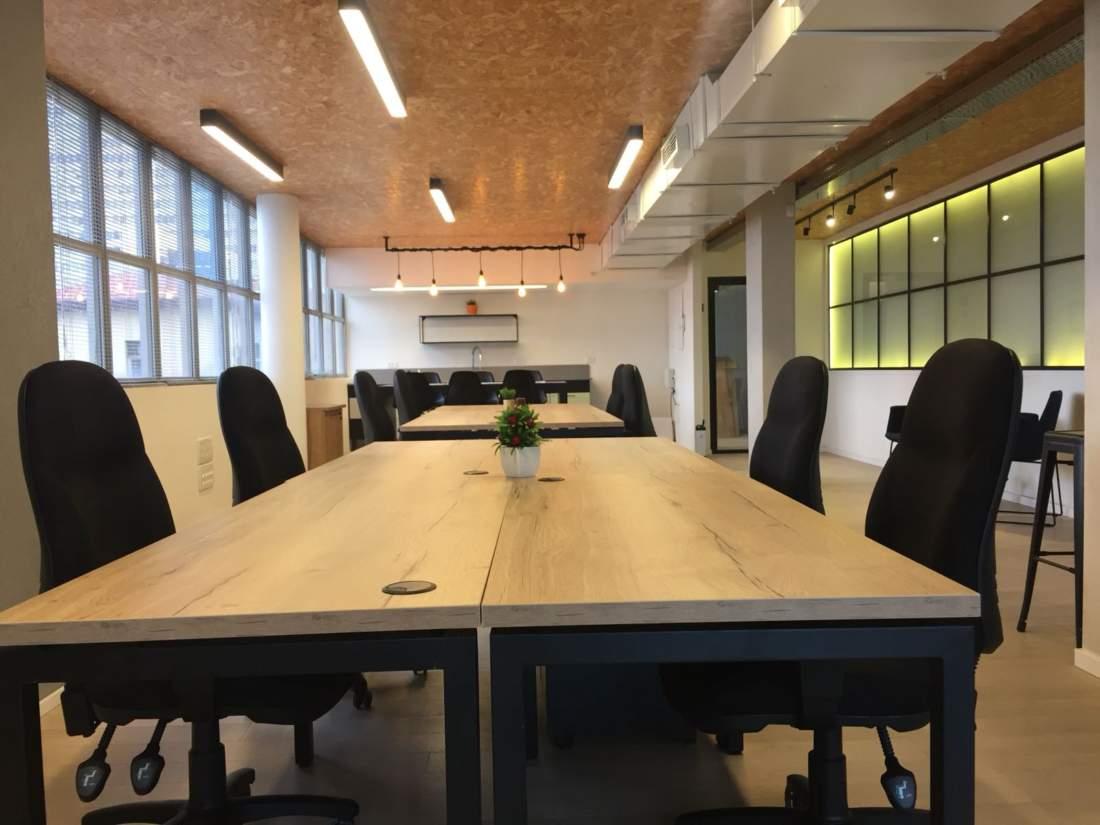 משרד מדהים בבניין משרדים קטן וייצוגי מטר משדרות רוטשילד.