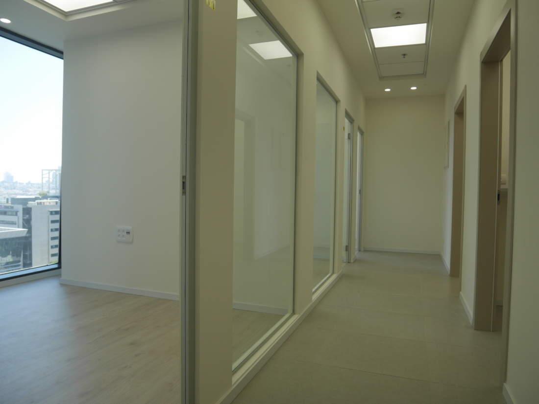 משרד קטן ונעים להשכרה במגדלי אלון ליד רכבת השלום.