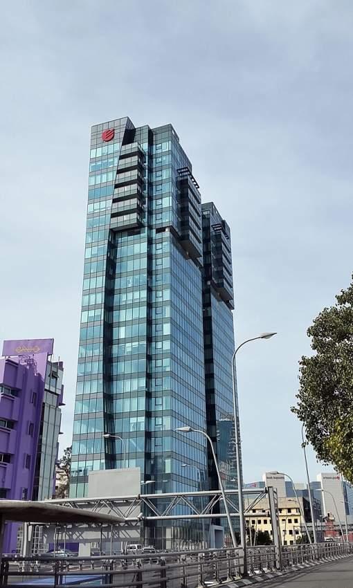 משרד מעוצב למכירה במגדל אלקטרה סיטי.