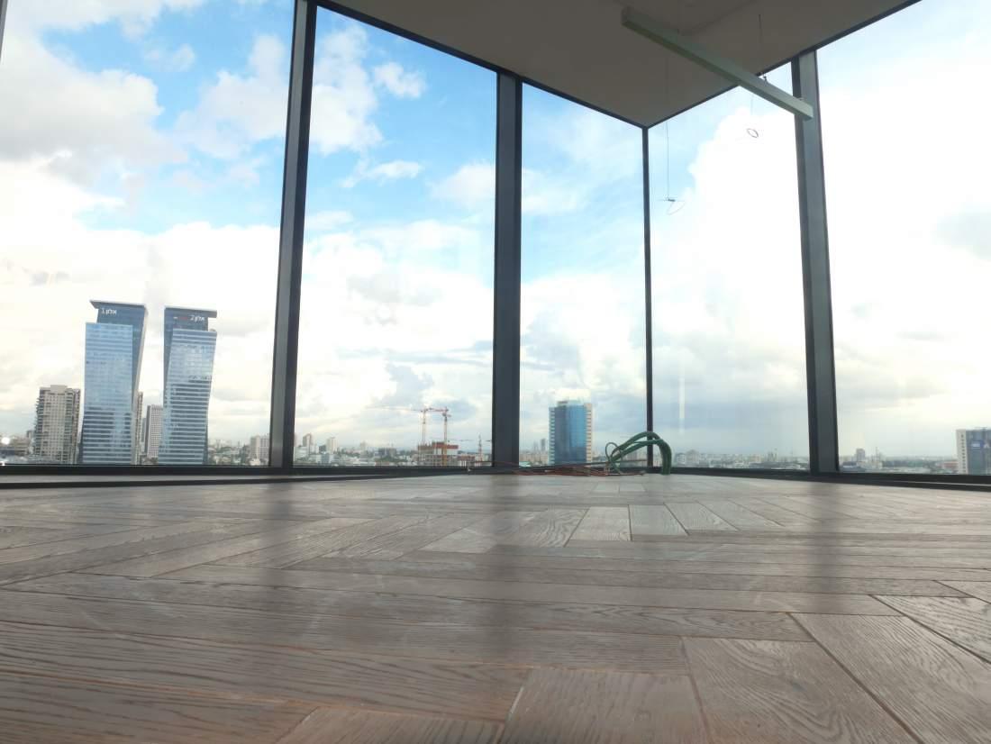 משרד מדהים להשכרה במגדלי הארבעה.