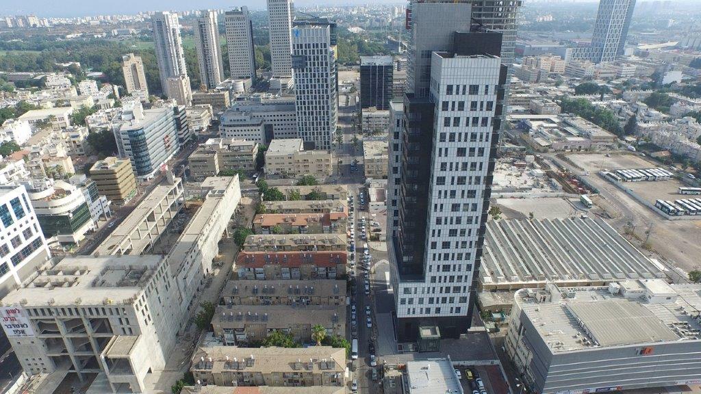 שתי קומות למכירה בבני ברק במגדל משרדים חדש.