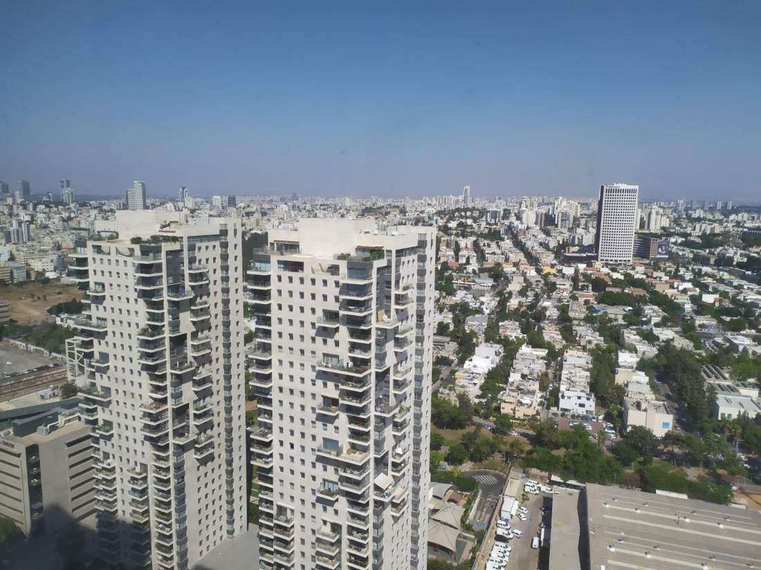 משרד חדש להשכרה בקומה גבוהה במגדלי אלון.