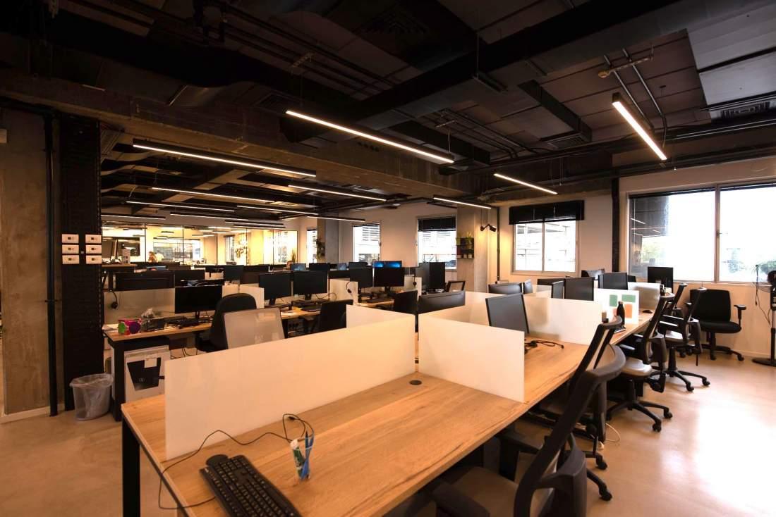 משרד בסגנון לופט, תקרות גבוהות ביגאל אלון.