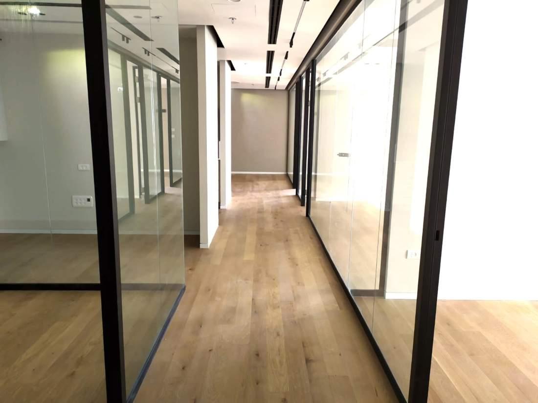 משרד חדש לחלוטין 250 מ״ר במגדל משרדים חדש ליד רכבת השלום.