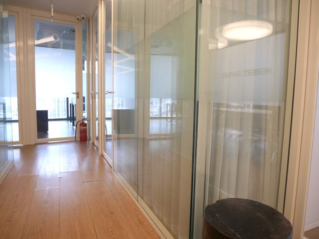 משרד להשכרה / 490 / 840 / 350 מ״ר, Plug&Play עם נוף לים.
