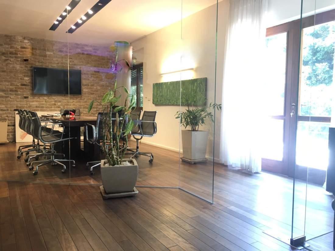 משרד מקסים על שדרות רוטשילד 110 מ״ר עם מרפסת.