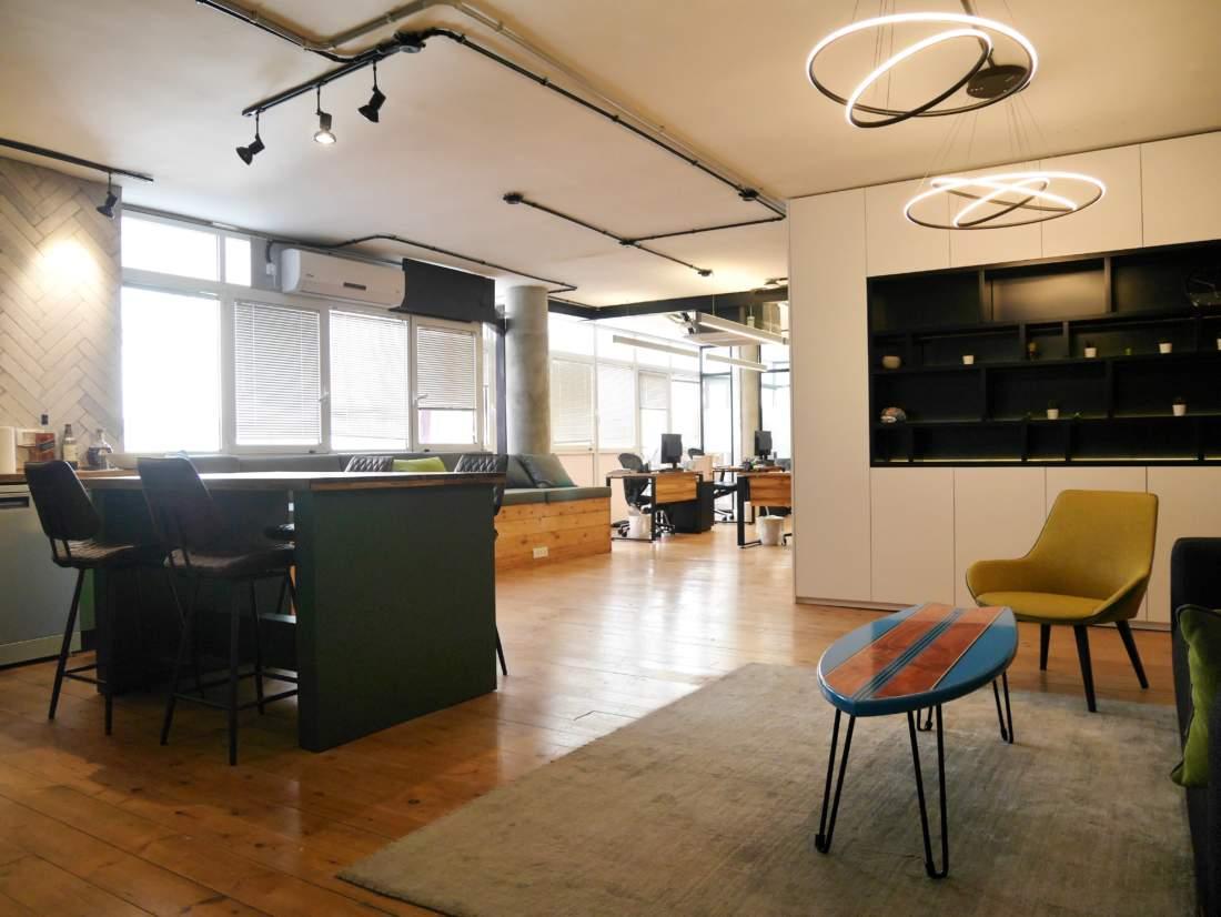 משרד מושלם במרכז העיר 150 מר עם מרפסת