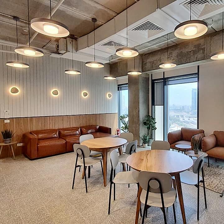 משרד מפואר במגדל משרדים חדש ליד רכבת השלום
