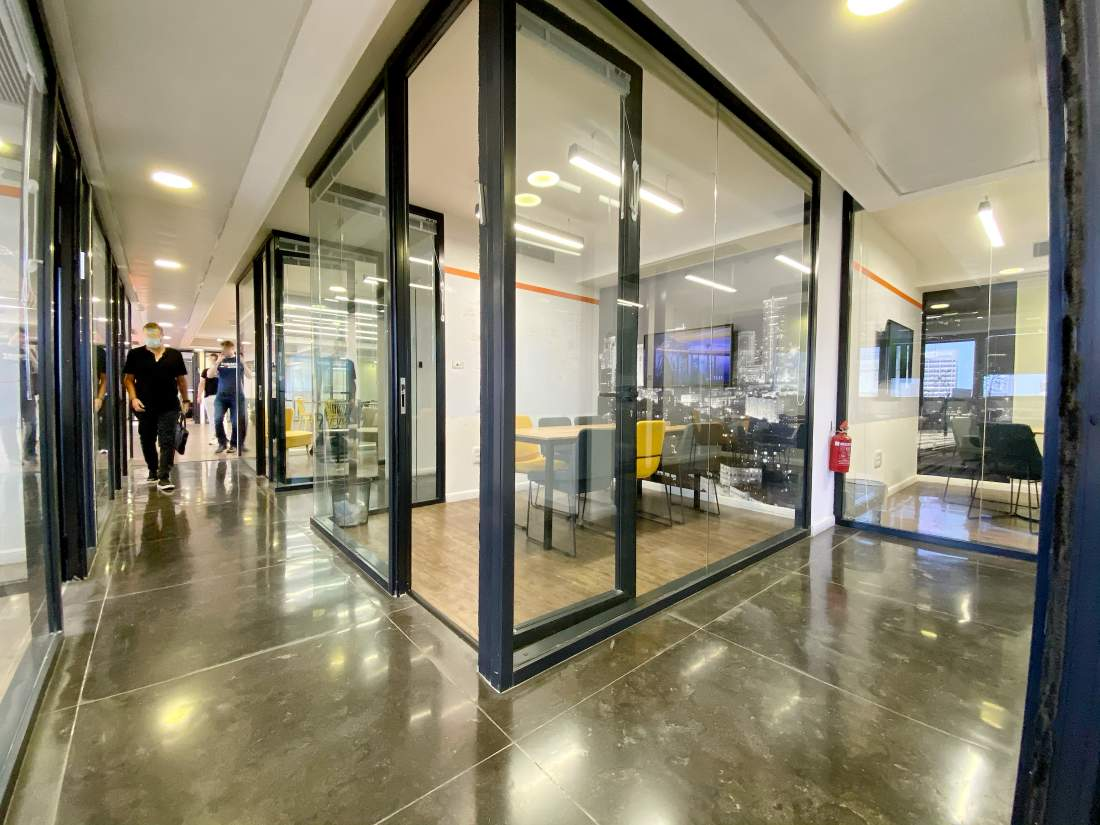 אחד המשרדים היפים במרכז ת״א – עיצוב אדריכלי