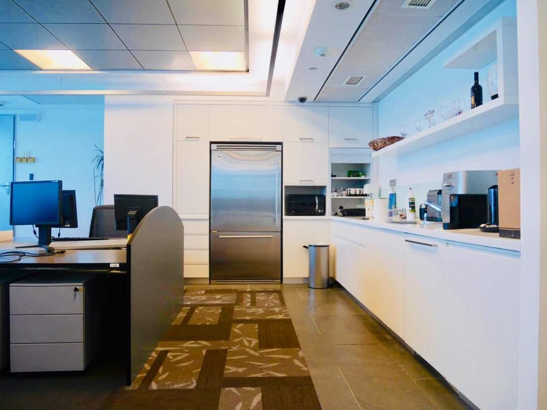 מגדל משרדים יוקרתי ברוטשילד עם נוף לים