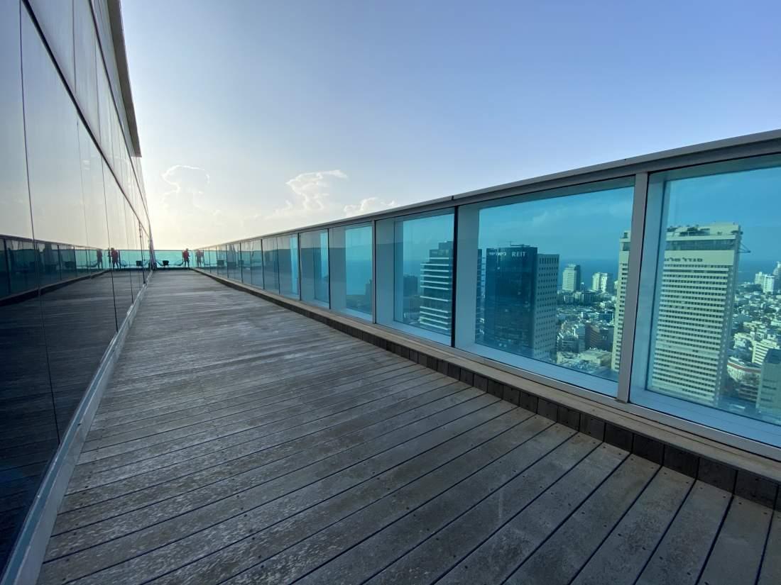 850 מ״ר קומה בשלמות עם מרפסות ונוף לים